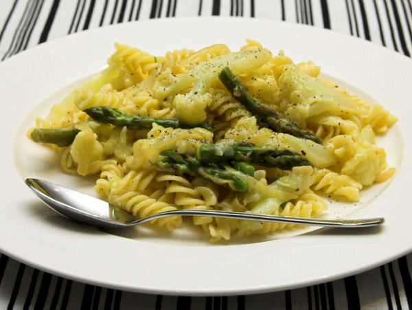 Cheesey asparagus pasta